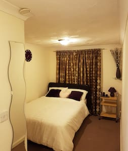 Comfy room with ensuite - Livingston