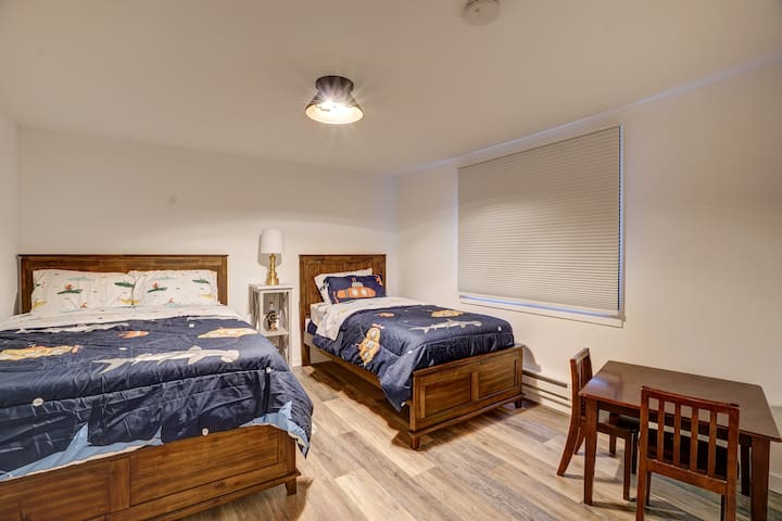 Second bedroom, 1 double and 1 twin bed