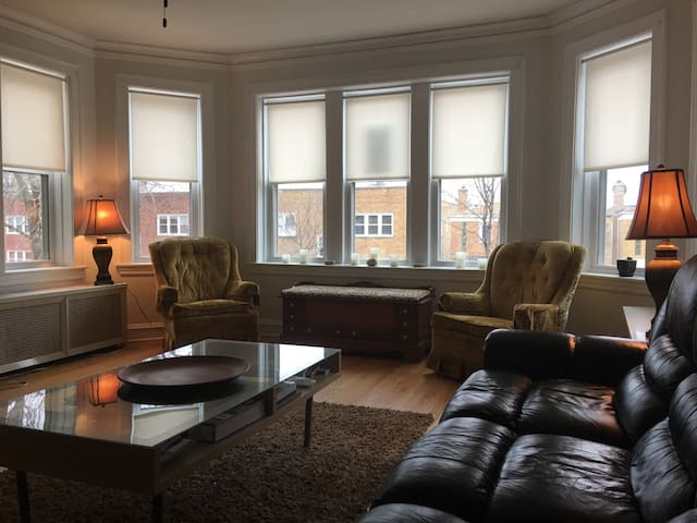 Vintage 2 BR apartment in quaint Lincoln Square - Chicago