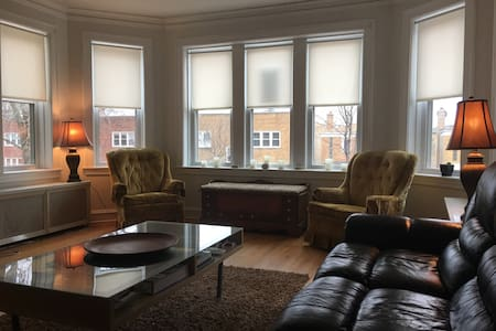 Vintage 2 BR apartment in quaint Lincoln Square - Chicago - Apartament