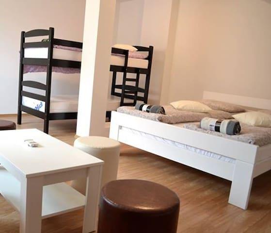 Hostel Art Gradiska - Gradiška - Rumah