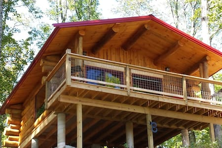 "BIG TIMBER RIVER CABINS          ""The Hawk's Nest"" - Cabaña"
