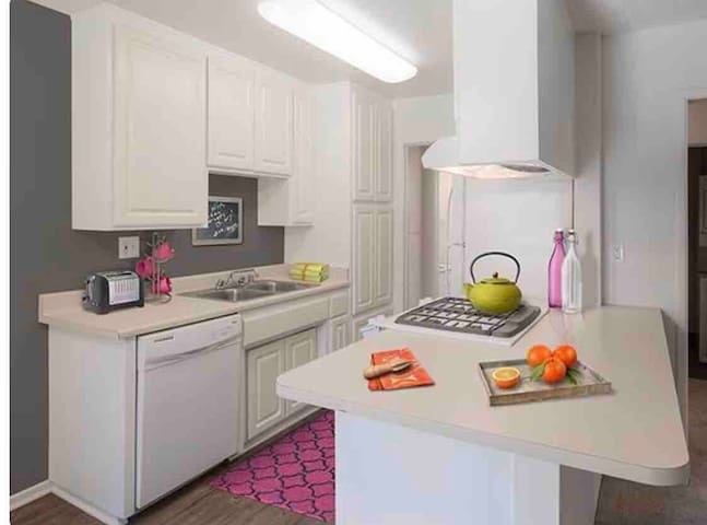 apartment minutes from universal studios