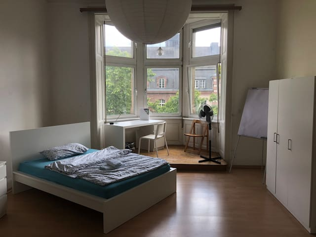 Central Station - 30 m² room in 130 m² apartment