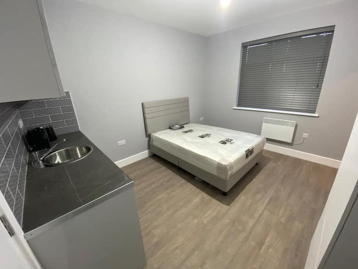Self contained studio on quiet rd in Enfield area