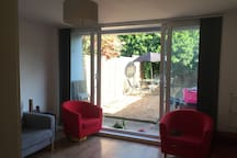 Sunny, spacious double room in flat