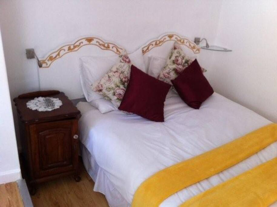 CHARMING STUDIO with POOL/GARDEN  languish in the lovely queen size bed.