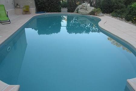 mini villa 19 m2 pour 2 clim + piscine belle vue.