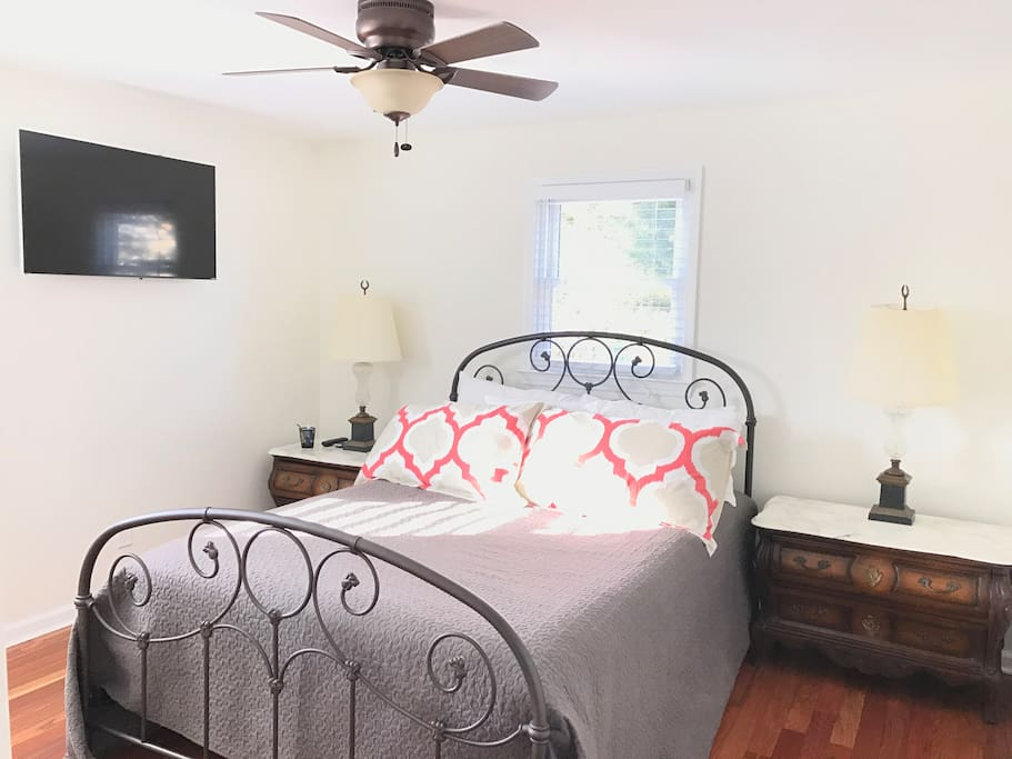 Beautiful and Bright Queen Size Bedroom.