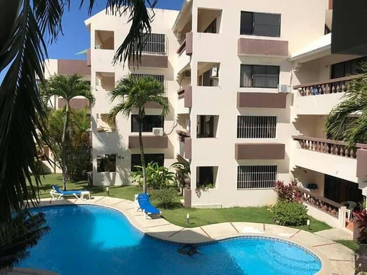 Apartamento con piscina privado