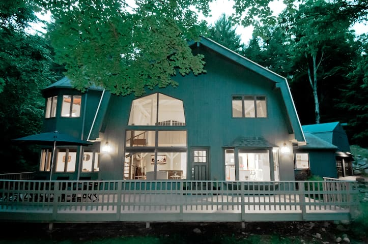 Stunning Modern Barn minutes from Woodstock