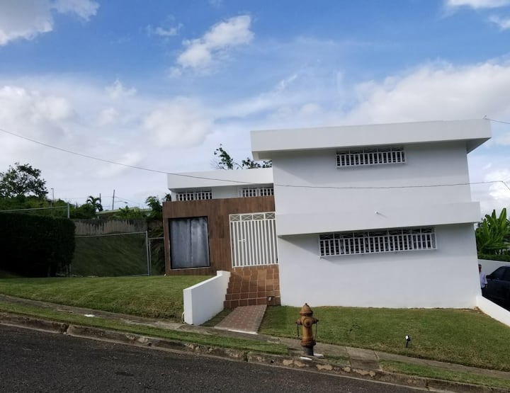 Bright,Ample House for up to 6-Close to Everything