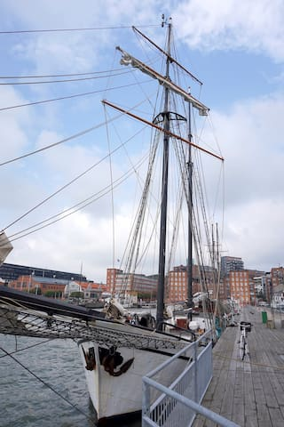 Stay onbaord a tall ship from 1900!