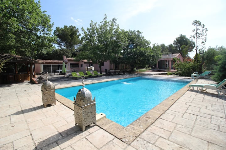 Luxury villa in Aix-en-Provence, private pool, pool house, jacuzzi