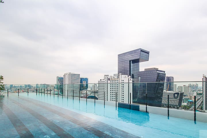 L1C★SKY POOL★300M MRT RAMA9★BANGKOK★NIGHT MARKET