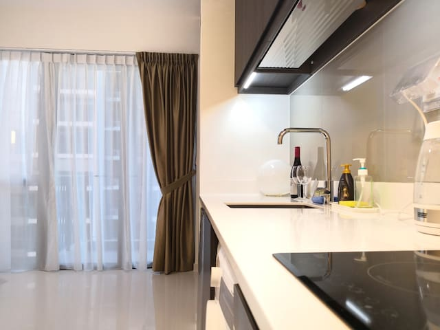 Studio with Holiday Style Facilities next to MRT