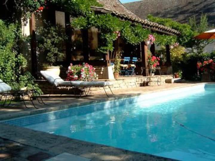 La Chaumière : Bresse Bourguignone avec piscine