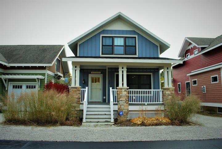 Blue Haven-Luxury vacation rental home near Northside beaches & downtown South Haven