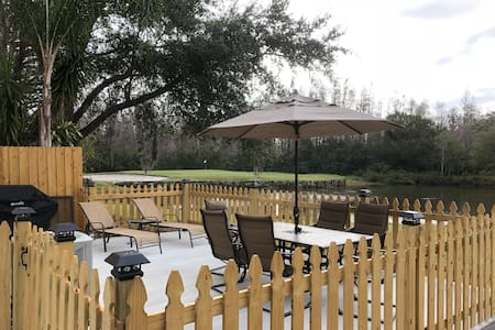 BEAUTIFUL GOLF AND WATER VIEW TOWNHOUSE IN TAMPA!