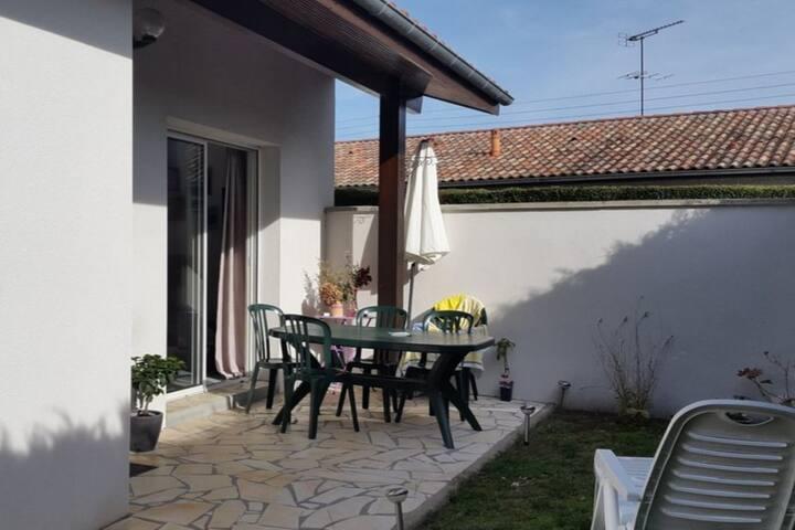 Jolie Villa  plein pied individuelle avec jardin