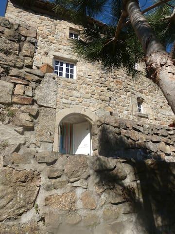 maison atypique Ardéchoise , pleine de charme - Juvinas - Rumah