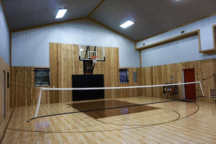 Cabin and Private Basketball Gym, Hocking Hills