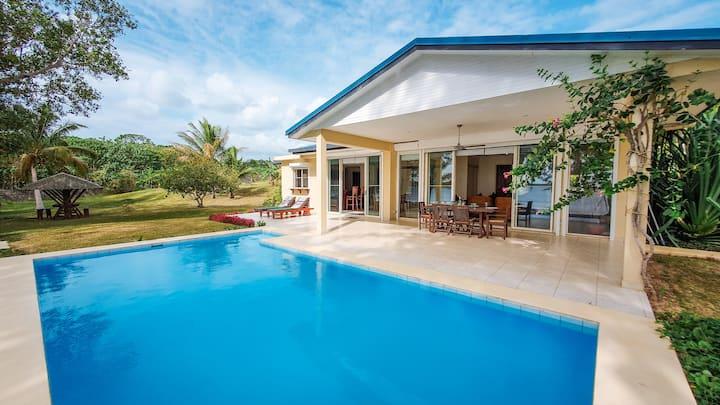 White Sands Villa - Private White Sandy Beachfront