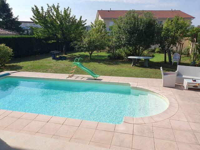 Maison entière à Chavanoz à 25kms de Lyon