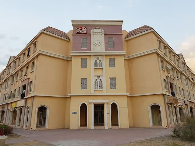 front building Q02