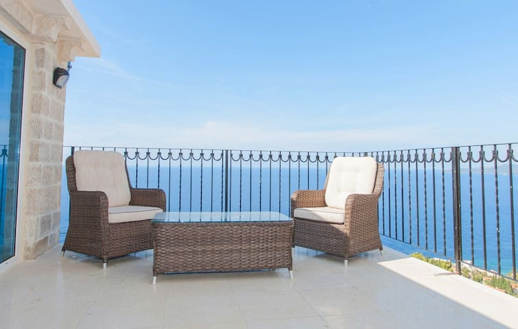 Penthouse with wonderful sea view and the pool - Katun Reževići - Apartment