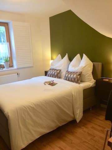 • koelnmesse CologneFair • Luxery Bedroom /w bath
