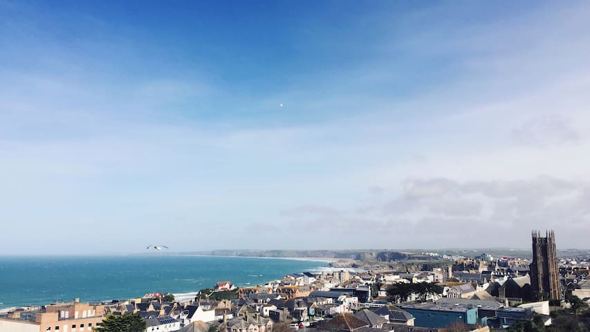 Impressive Sea View Apartment with Pool and Gym - Newquay