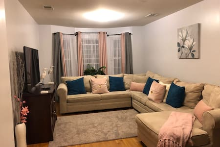 Beautiful & Comfy - 3BR Large & Spacious Apartment
