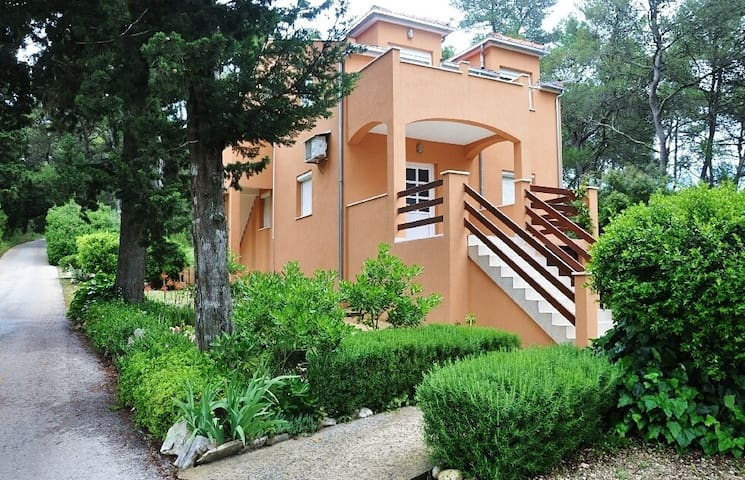 Appartement Perka A1(2+1) Vrboska, Île de Hvar