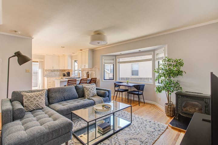 Furnished 3BR Home in S. San Francisco w/ Parking