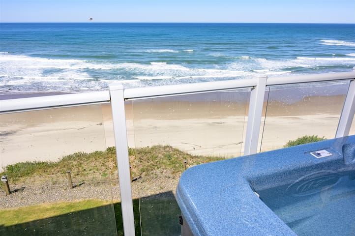 Beacon Heights: Oceanfront & Private Hot Tub