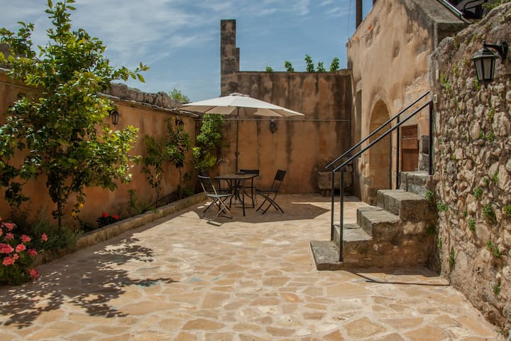 ★Traditional Stone House - Courtyard