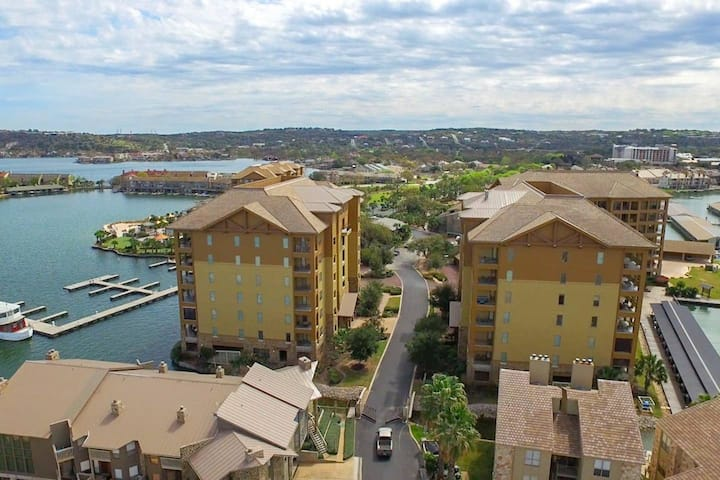 Gorgeous Waterfront Condo next to HSB Resort