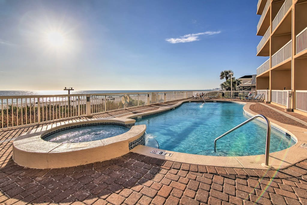 Enjoy the added luxuries of a community pool and beachfront access!
