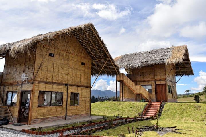Sara Lodge Mirlo room 5m de Laguna Cuicocha