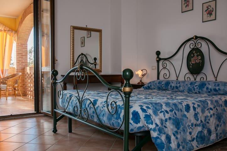 Appartamento con vista panoramica in campagna - Todi - อพาร์ทเมนท์