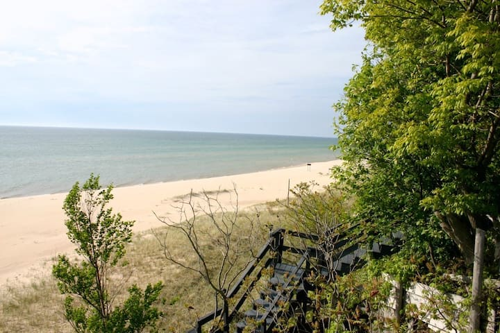 Lake Michigan Beach House - Mears, MI
