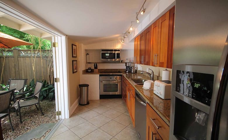 Historic 3BR/2.5BA Home Located in ♥ of Downtown