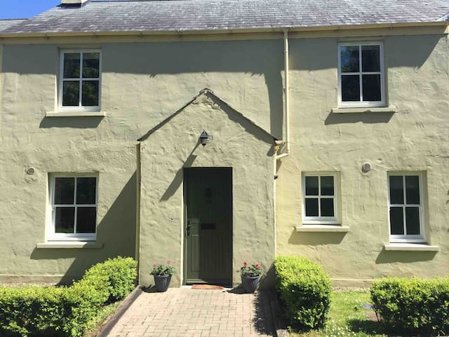 No.14 Spacious 3 Bedroom home near Bunratty Castle