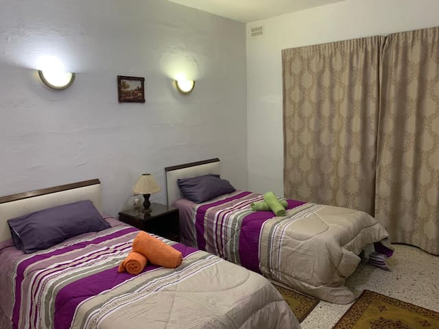 2 single bed bedroom