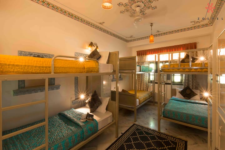 A Bed in 6 Bed Mixed  Dorm in Udaipur