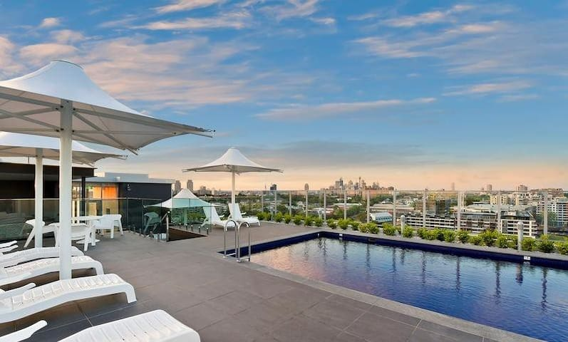 Modern inner city apartment with rooftop pools - Zetland - Apartamento