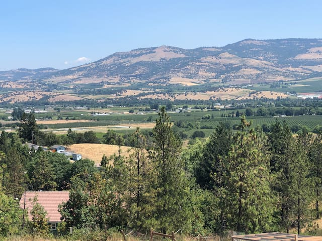 Stunning View, Country Living, Close to Ashland