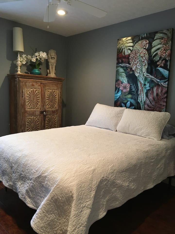 QUEEN BED  PRIVATE ROOM safe Neighborhood