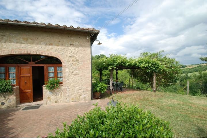 Lovely barn with big fenced garden ideal for pets